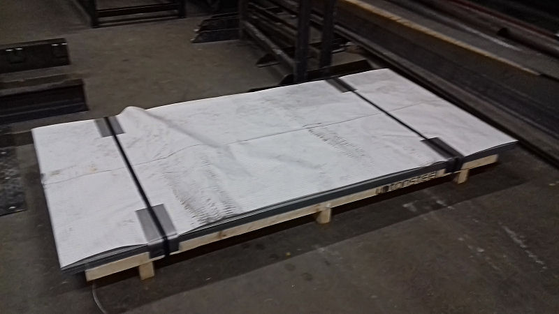 Phil Stanbridge has provided us with the following image that shows the arrival of the sheet metal that will become the roof of the brake tender. These have been delivered to our friendly workshop in Burton on Trent (TAS Engineering) and will over the next couple of weeks be cut and rolled to shape for fitting to the vehicle in a few weeks time.